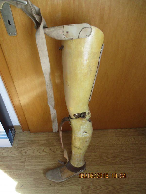 Beinprothese,kommplett mit haltegurte, D 959,von düringer linkes bein,kein medizienisches prudukt,aufgrund von alter und zustand