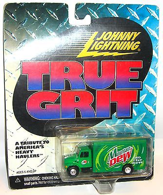 JOHNNY LIGHTNING True Grit - Mountain Dew Transporter Spielzeugauto 8cm OVP /K11