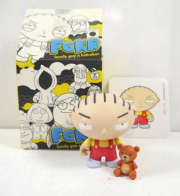 FAMILY GUY Stewie Figur Actionfigur + Sammelkarte KIDROBOT mit OVP FGKR (L)