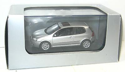 SCHUCO Golf V   Grundsteinlegung Vertriebszentrum   Modellauto 1:43 #06 (K61)
