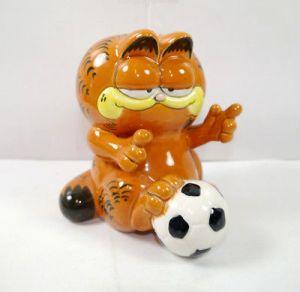 GARFIELD mit Fußball 1981 Spardose Sparschwein BUST BANK Figur ca.14cm (K36)*