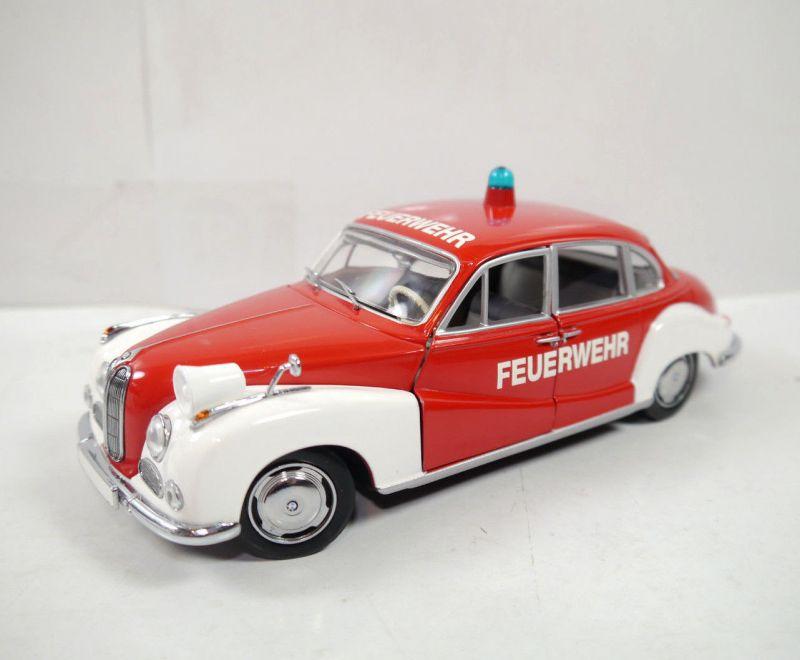 SCHUCO 05514 -bmw 502 Feuerwehr Metall Modellauto 1:24 - mit OVP (K66)