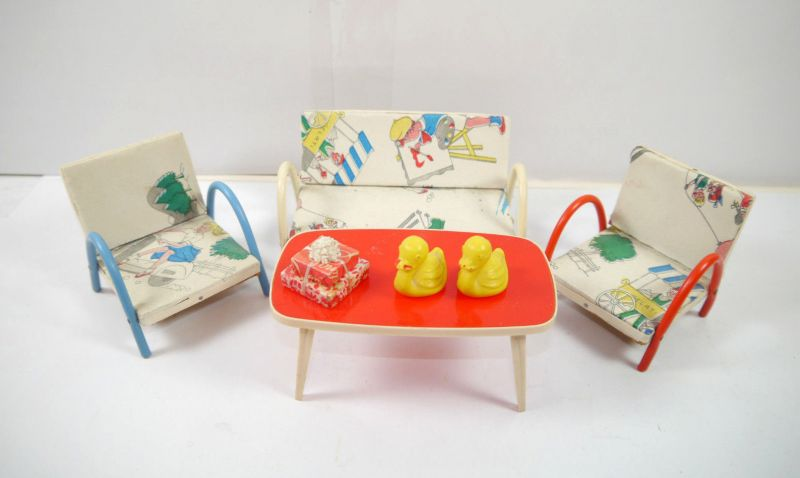 Puppenmöbel Couch / Bank , Tisch , Stühle / Sessel + Dekoration 50er (F21)