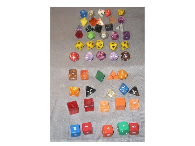 Konvolut Würfel  50 Stück  Würfelsammlung  Rollenspiel  ( WRZ ) I