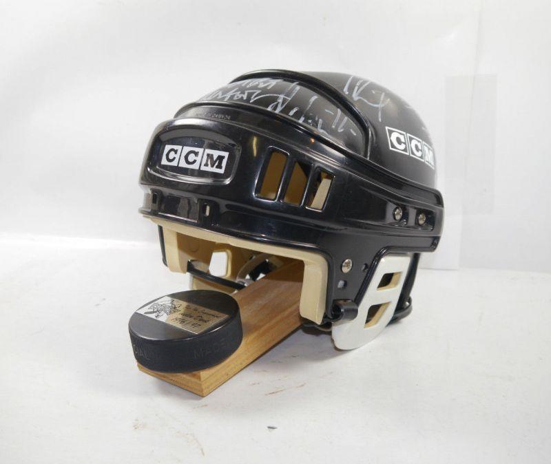 BERLIN CAPITALS 1996 / 1997 CCM Helm mit Autogramme vom Eishockey Team (K25)