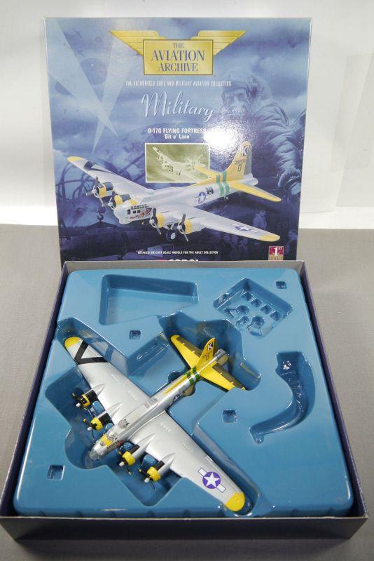 Corgi B-17G Flying Fortress Bit o Lace  48201 Flugzeug 1:144 + OVP K27
