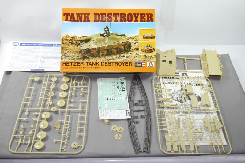 REVELL Tank Destroyer - Hetzer H-2100   Panzer Modellbausatz 1:35  F2
