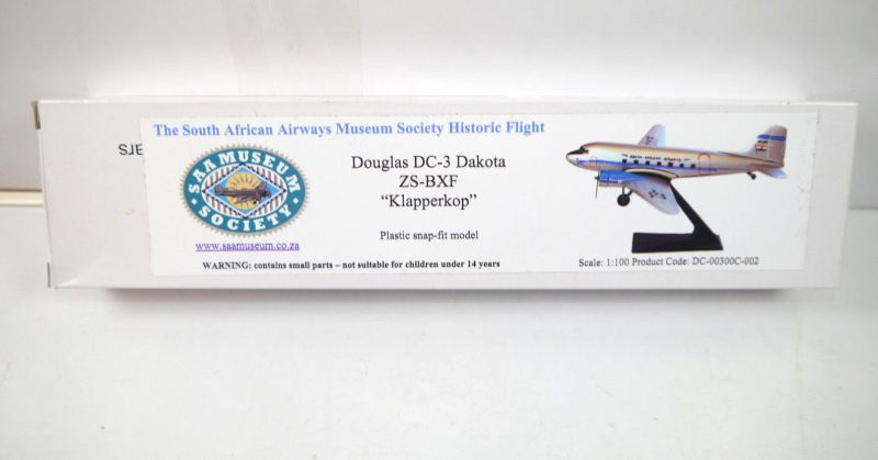 SAAMUSEUM SOCIETY Douglas DC-3 Dakota ZS-BXF Klapperkop Flugzeugmodell 1:100 K69