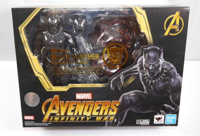 AVENGERS Infinity War - Black Panther & Tamashii Effect Rock S.H. Figuarts (L)