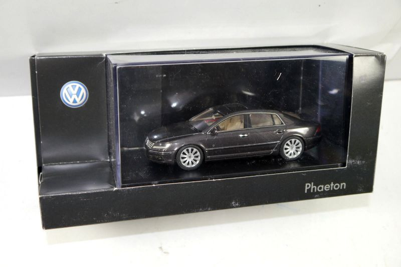 VOLKSWAGEN VW Phaeton ( 2010–2014 ) 3D1 099 300 C8 LOOK SMART 1:43 (K73)