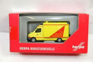 HERPA MB Sprinter RTW Rettung Feuerwehr Modellauto 1:87 (K33) #A