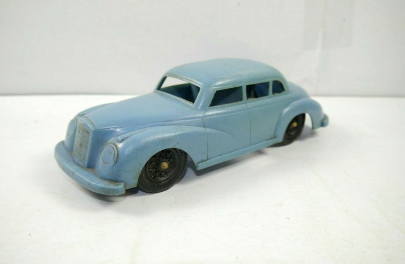 IDEAL TOY CORP. Mercedes-Benz 220s Kunstoff Auto ( 60er ) USA ca.13cm (K29)