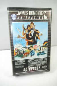 JAMES BOND 007 Collection - Octopussy VHS Kassette / Autogramm Maud Adams (WR2)