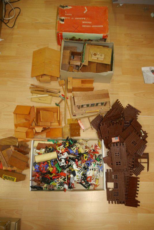 Jean Höfler Cowboy Indianer Ford Blockhaus Saloon Konvolut Holz Plastik  (KA1)