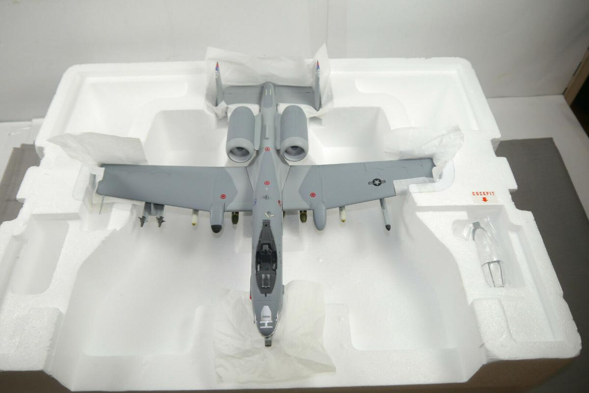Franklin Mint Armour  A 10 Warthog Tiger Sharks 98200 Flugzeug 1:48  OVP (F8)