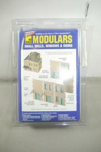 Walthers Cornerstone Modulars Small Walls , Windows & Doors  Bausatz  H0 OVP F5A