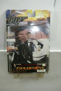 JAMES BOND 007 Golden Eye Dies Figur Dragon Pierce Brosnan 1:16 ( K93 ) C