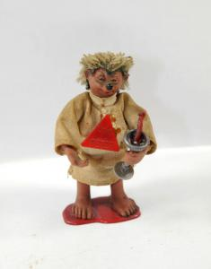 Original MECKI Igel   Peter Mecki als Messdiener ? Figur MADE IN AUSTRIA (K10)*