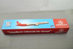 Atlasglobal Airbus A321 200 Model  1:100 Kunststoff  Standmodell  (MF7)
