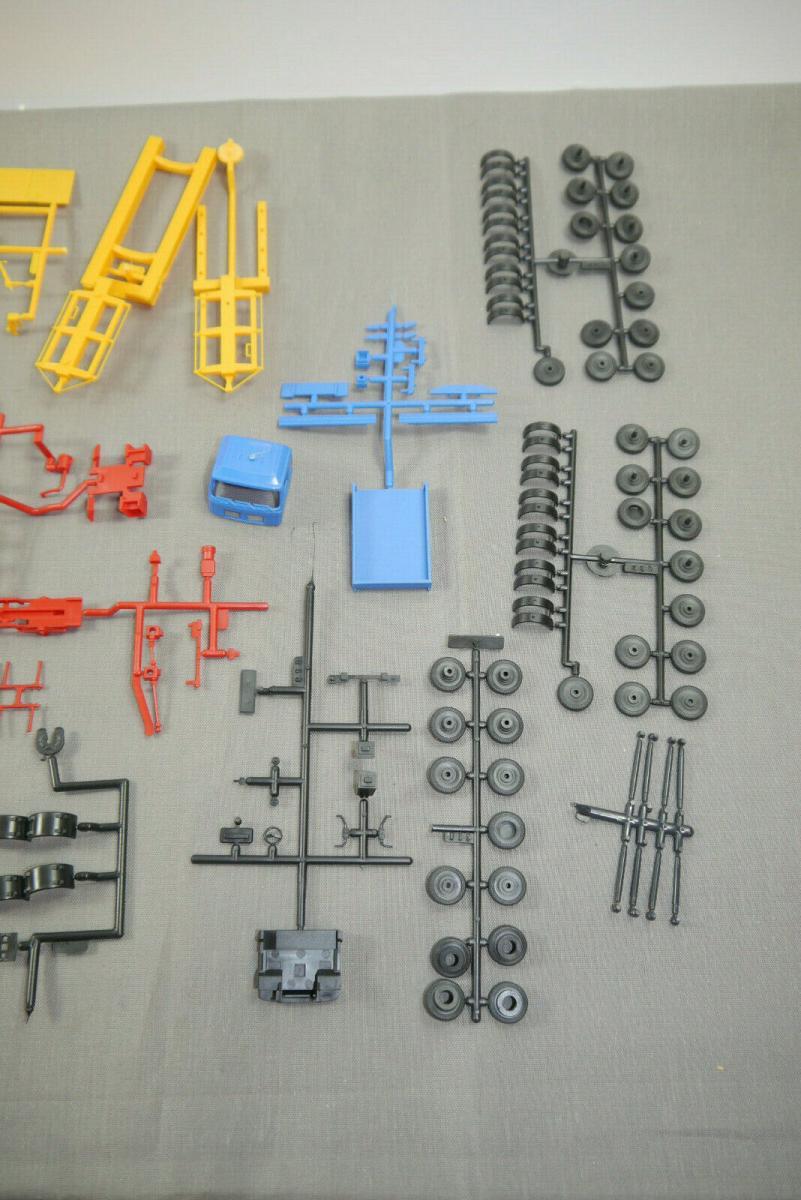 Kibri 10364 MAN Zugmaschine mit Ladekran + Scheuerle Tieflader Bausatz H0  (K26) 5