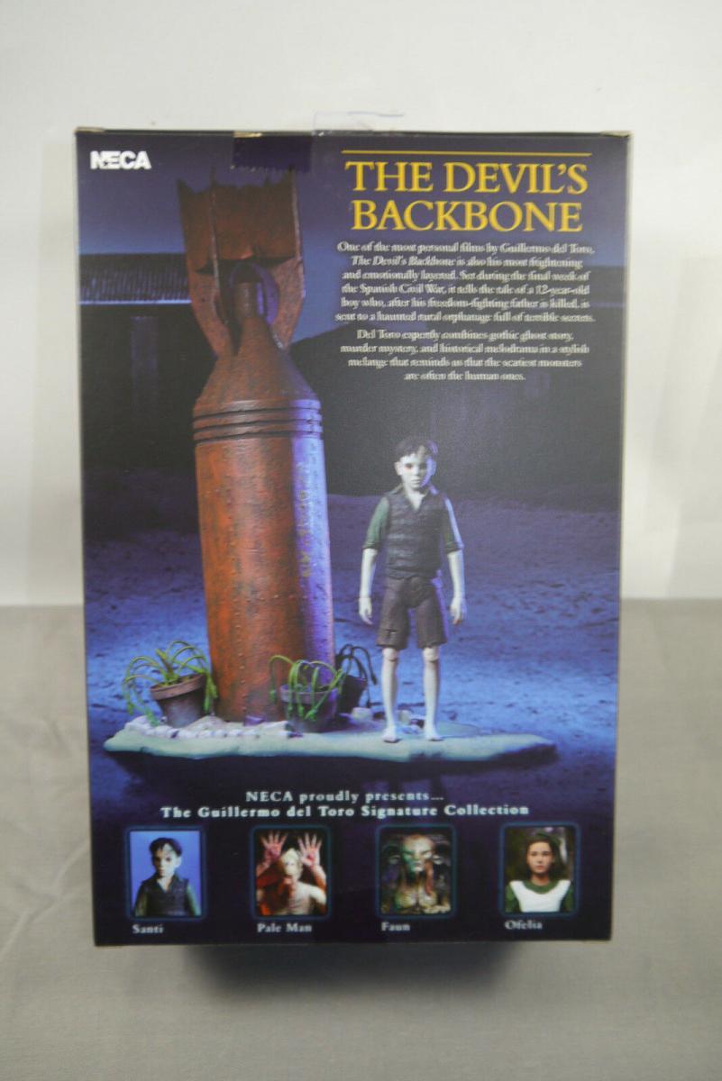 The Devil´s Backbone Guillermo del Toro Santi 01 Actionfigur + Diorama NECA KA2* 4