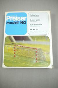 Preiser modell 571 Fußballtore  2 Stück   H0 (K24)