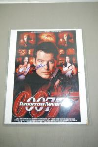 JAMES BOND 007 Tomorrow Never Dies Foto  Autogramm Brosnan Hatcher Yeon  (K33 )