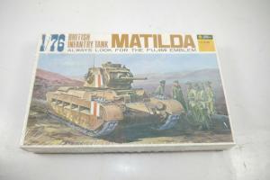 Fujimi british infantry Tank Matilda  Plastik Modellbausatz 1:76  OVP (K25 )