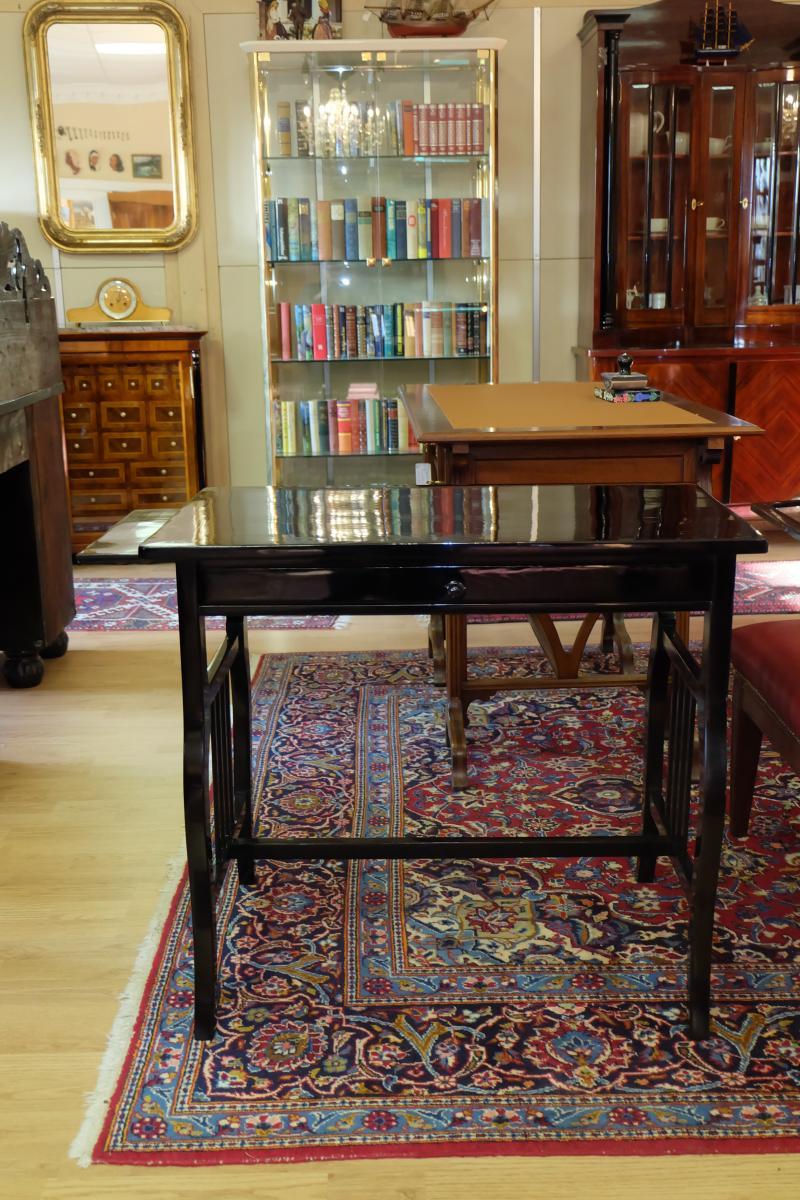 wunderschön restaurierter Tisch 0