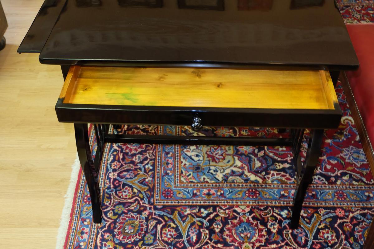wunderschön restaurierter Tisch 2