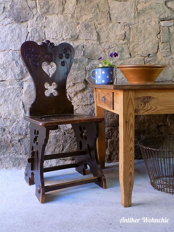 antiker bäuerlicher Stuhl, Bauernstuhl, Herzerlsessel