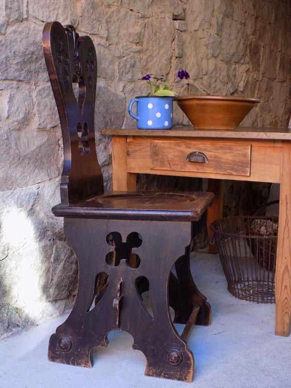 antiker bäuerlicher Stuhl, Bauernstuhl, Herzerlsessel 1