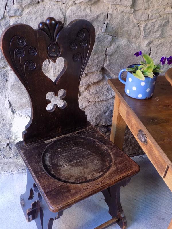 antiker bäuerlicher Stuhl, Bauernstuhl, Herzerlsessel 2