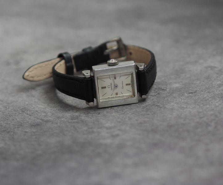 Schweizer Damen Armbanduhr OMEGA  -  1970er, cal.485 2