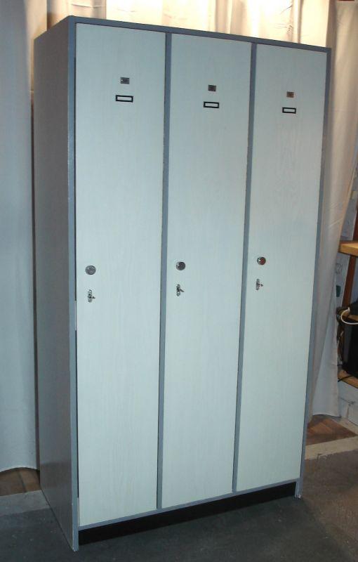 30er 40er Garderobenschrank 3-türig Küchen Vorratsschrank weiß aus altem Bundeswehr Spind