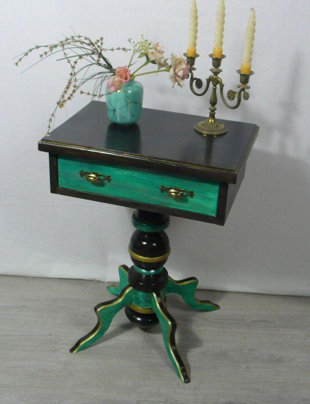 40er 50er Beistelltisch / Nachttisch mit Schublade im Antik Barock Stil Nußb dkl +Milchkaffeebraun +Gold