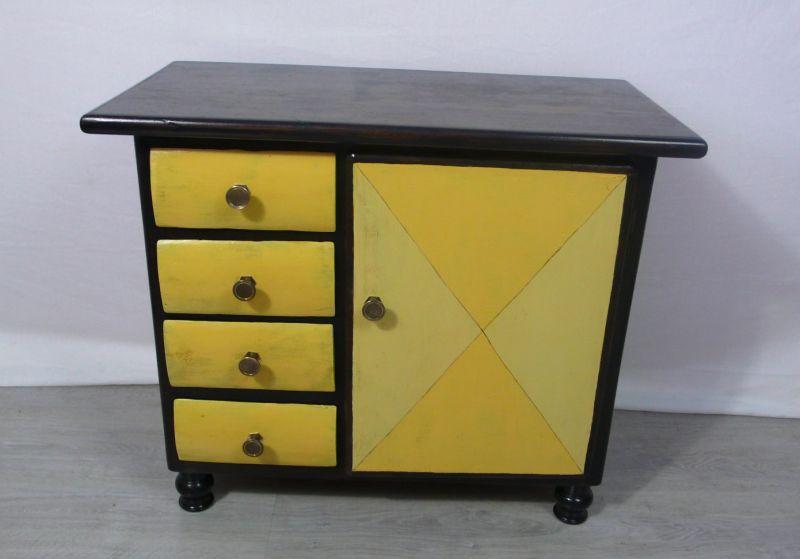 1930er Kommode mit 4 Schubladen + 1 Türfach Nußb dkl + Shabby Sonnengelb 1