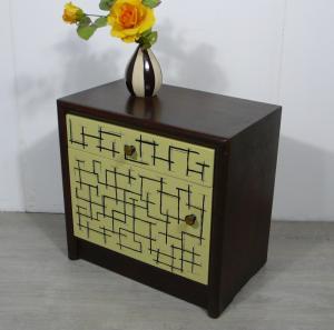 50er Nachttisch Kommode Eiche dunkel + Sahara Gelb handbemalt mit Muster, Mondrian inspiriert
