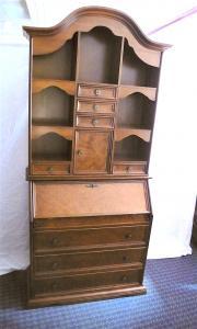 Alter Schrank Sekretär Nußbaum im Antik Stil, Vollholz + Furnier, viele kleine Schubladen, ca. 70er Jahre