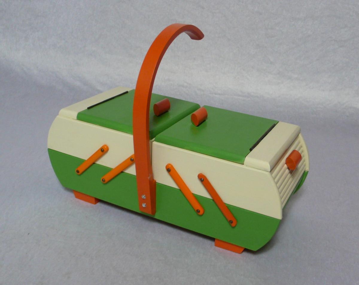 Antiker Nähkasten 2 Ebenen Akkordeon Auszug original Grün Creme Orange aus der Art Déco Era, 30er 40er 1