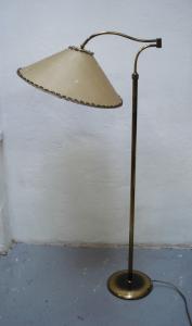 50er Schwenkarm Stehlampe Messing, original Space Age Schirm, Mid Century Modern, alter B + M Stil