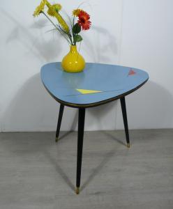 50er Dreieck Cocktail Tisch Nierentisch hellblau ILSE Möbel Mid Century Modern