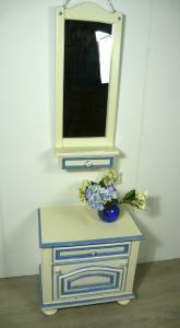 Alter Spiegel mit Schlüsselfach + Flurkommode Weiß + Shabby Blau Akzente