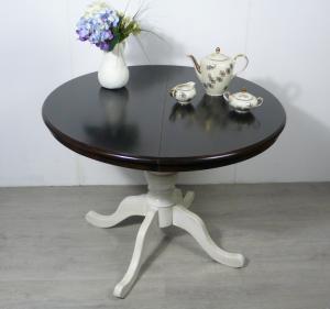 Alter Esstisch rund, oval ausziehbar, Antik Stil, Nußb dkl + Weißer Kreuzfuß, handbemalt