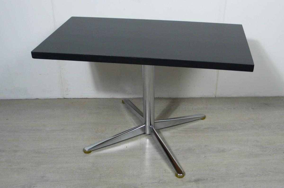 70er Couchtisch schwarz mit Chrom Mittel Kreuzfuß, typischer 70er TV Tisch / HiFi Tisch 1