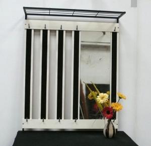 50er 60er Wand Garderobe mit Hutablage + Spiegel, weiß + weinrot
