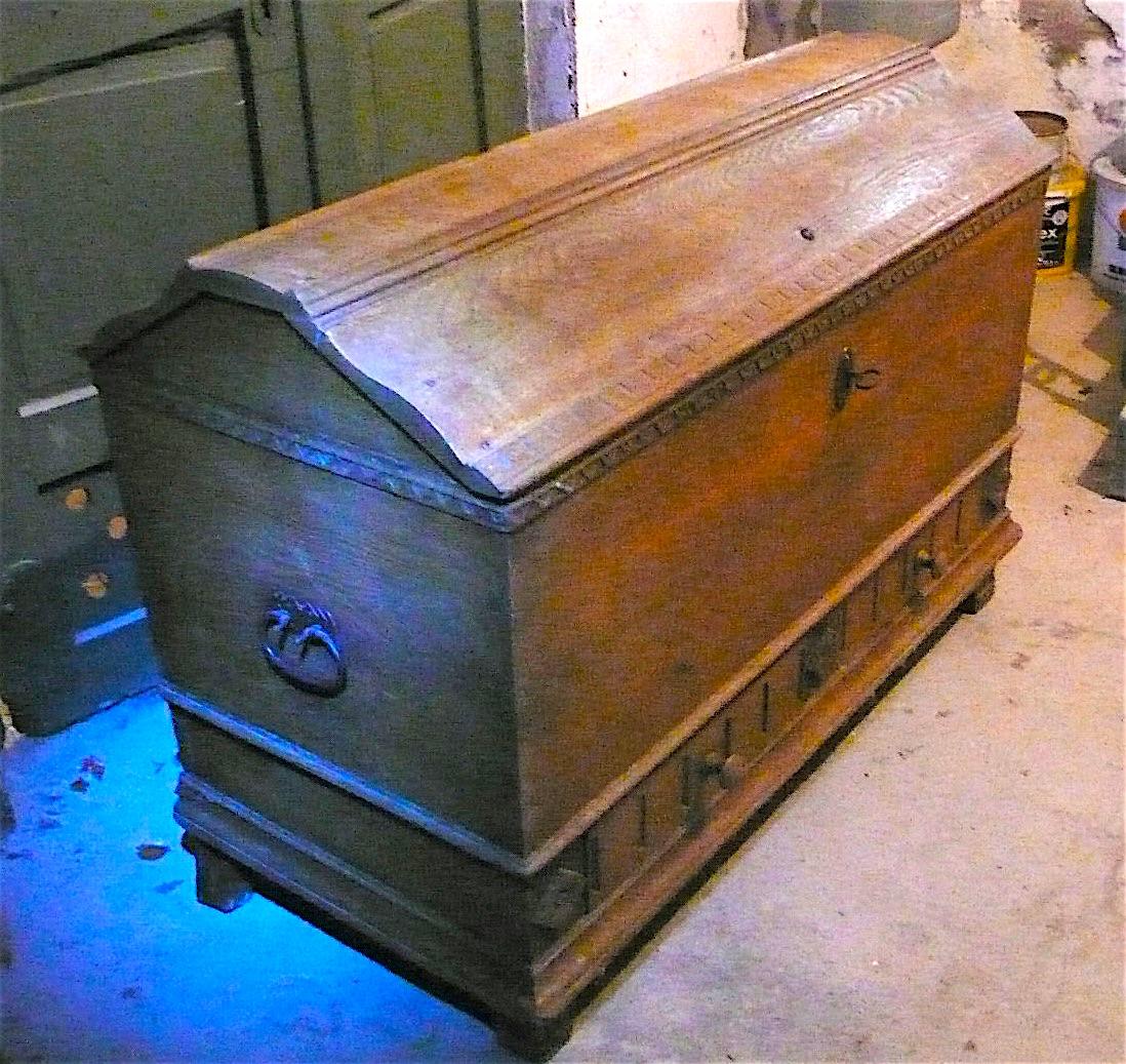 Antike Truhe Aussteuertruhe sehr groß, Eiche mit 2 Schubladen, original Zustand von ca. 1880 oder älter 0