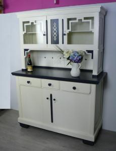 Ur Omas Küchenschrank weiß + dunkel-grau, Art Déco / Bauhaus Ära