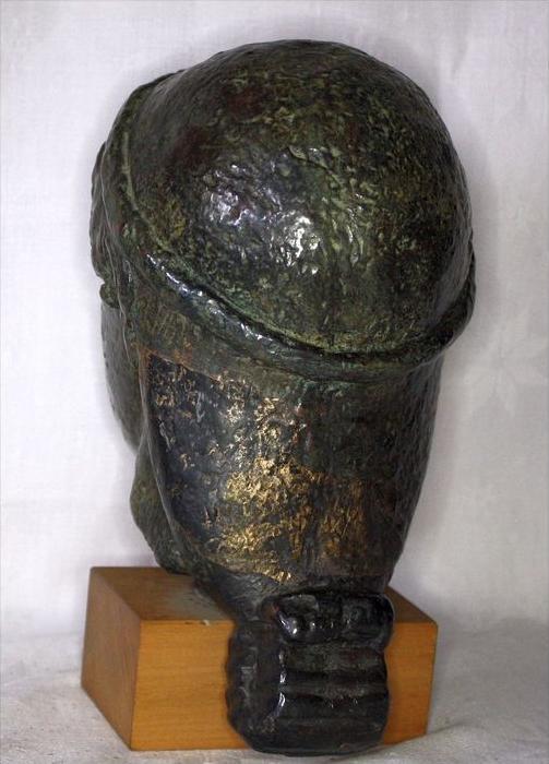 Büste im römischen StilBronze ? auf, Holzsockel,Maße: ca. H. 20, D. 11 cmGewicht: 2,65 kgZustand: Gut 3