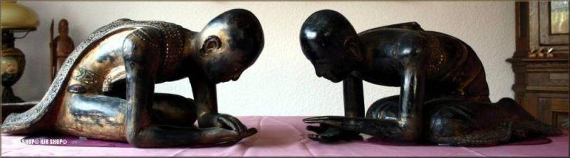 China---Asien ? 2 große kniende Mönchfiguren,( Tempeldiener)